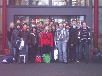 Gruppenfoto vor Jugendherberge in Deutz